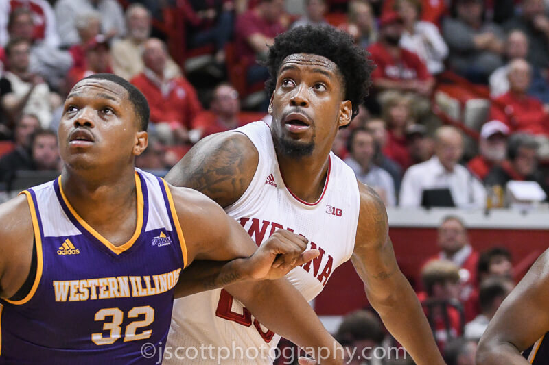 De'Ron Davis' presence starting to be felt on and off the court